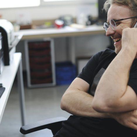 Schallabsorber für eine optimale Raumakustik in Büro- und Geschäftsräumen